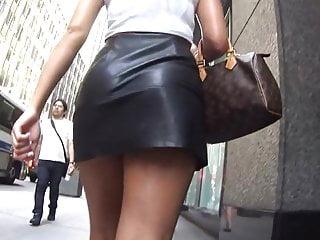 mini jupe en cuir, trop bandant