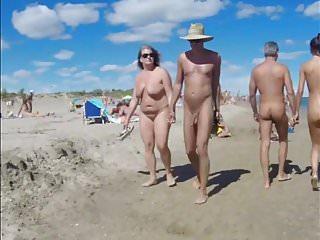 Life at cap dagde beach on a hot summer day