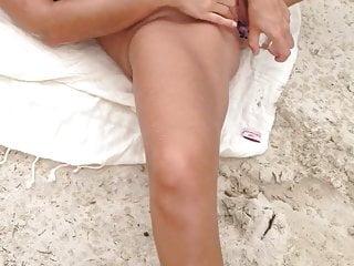 Kissmyx and sunnyherb - beachmasturbation