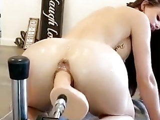 Beautiful Big Butt Slut Squirts on her Fucking Machine
