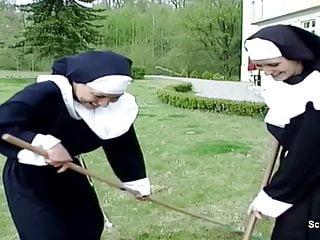 Notgeile Nonne wird vom Handwerker heimlich entjungfert