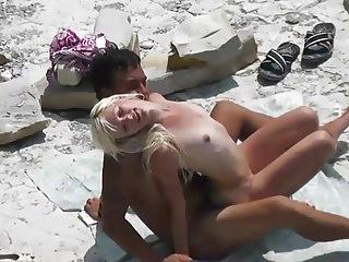 Slim blonde gets fucked with her boyfriend at a public beach