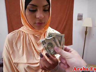 Amateur arabic babe pounding guys cock