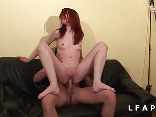 Jolie rouquine sodomisee grave pour son casting porno amat