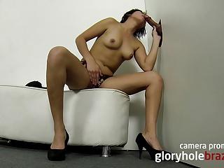 Amateur brazilian girl sucking in the gloryhole!