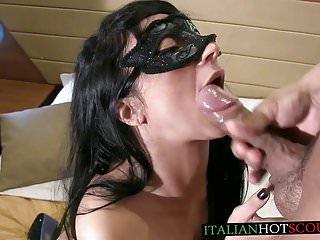 AMATEUR italian cum in mouth sborrata in bocca italiana