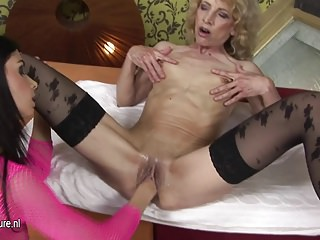 European mama getting fisted by a horny babe