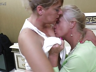 Four old and young lesbians fucks on bed
