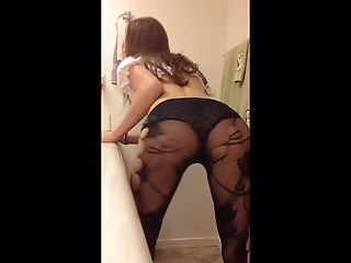 Teen Shakes Her Ass In Pantyhose - So Sexy!