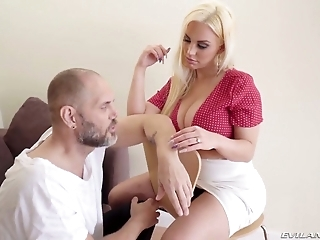 Big breasted Latina pornstar Blondie Fesser is made for titfuck