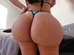 Super goddamn big ass girl bouncing her butt cheeks