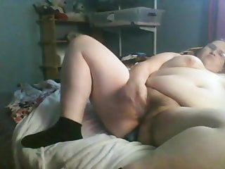 Fat slut Allyssa DPs her asshole and pussy with toys