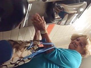 Abuela depilada y culona