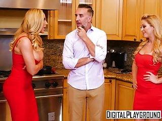 DigitalPlayground - Thanks giving Turkey Toss with Cherie De