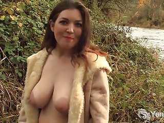 Yanks Babe Amber Alias Orgasms Outdoors