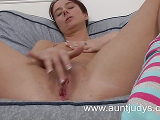 Mature housewife reaching an orgasm
