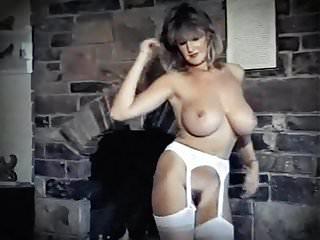 GIRLS GIRLS GIRLS - big bouncy boobs strip dance