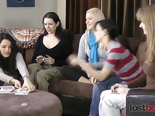 Strip Screw-Your-Neighbor with Zayda, Lucretia, Ashley, Elis