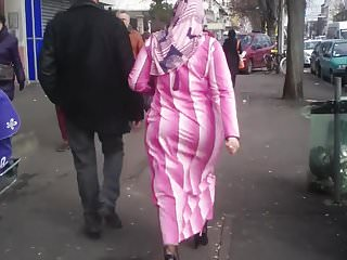 Candid pink arabic ass in the street.