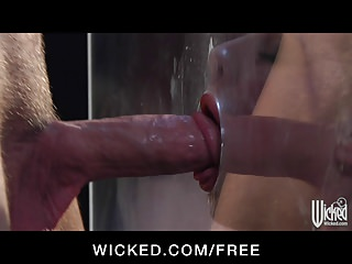 Wicked - Sexy blonde Lindsey Meadows enjoys the glory hole