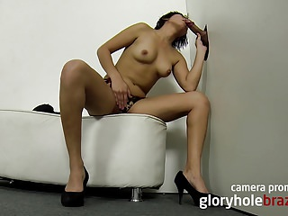 Amateur brazilian girl sucking in the gloryhole!