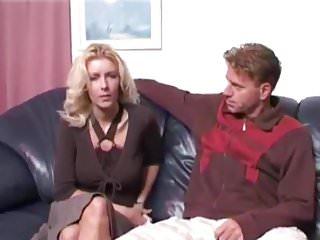 Bijstandsmoeder Wendy neukt voor een bed
