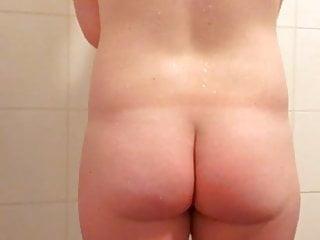 Nederlands (dutch) blond meisje vingert onder de douche