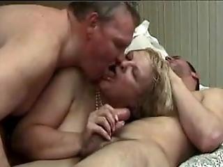 Amateur - Bisex Taking Turns CIM Facial