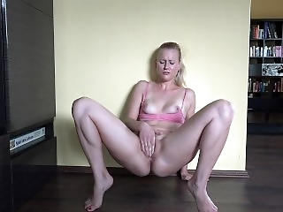 BlondeHexe - hairy pussy 4x SQUIRT record
