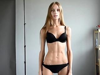 Skinny fit model