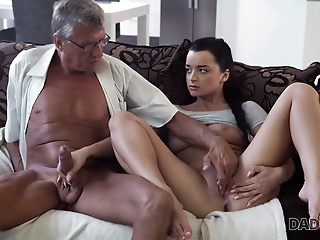 DADDY4K. Middle-aged man has fun with s